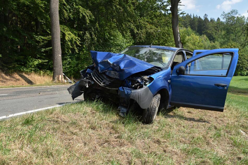 Suff-Crash auf B171: Dacia-Fahrer verletzt
