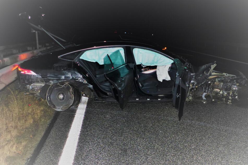 Fahranfänger brettert in Luxusauto mit Tempo 270 über Autobahn, dann platzt ein Reifen