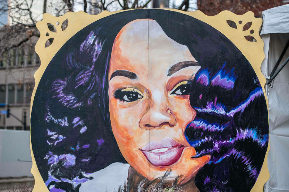 Internal police report says officers in Breonna Taylor raid should not have shot back