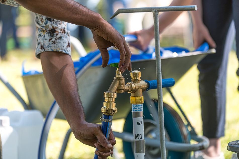 Pro Gießtag werden rund 2000 Liter gezapft: Die Stadt stellt den Wasseranschluss zur Verfügung.