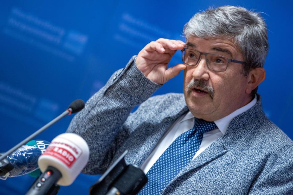Innenminister Caffier räumt Waffenkauf bei mutmaßlichem Rechtsextremisten ein