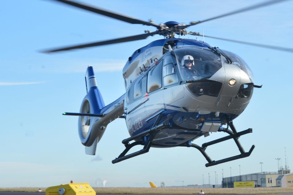 Mit einem Hubschrauber wurde nach dem Säureangreifer gesucht. (Symbolbild)