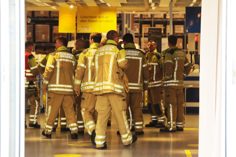 Die Kameraden der Feuerwehr mussten das Gebäude nach einem Brandherd durchsuchen.