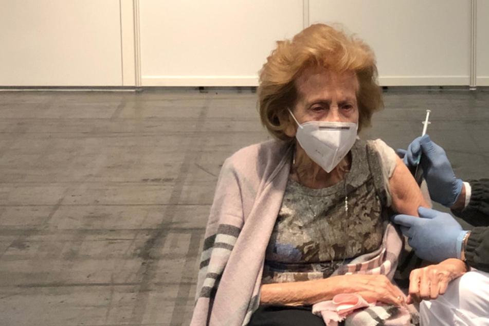 Köln: 105-Jährige geimpft: Ihre weisen Worte über das Coronavirus