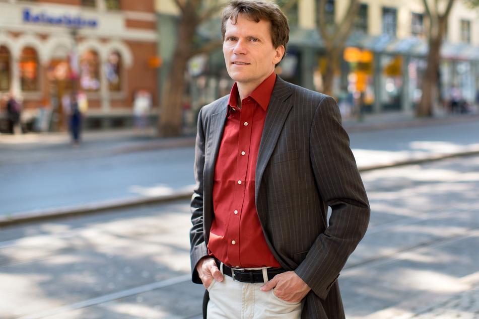 Der Jenaer Soziologe Hartmut Rosa äußerte sich in einem Interview zur aktuellen Coronakrise.