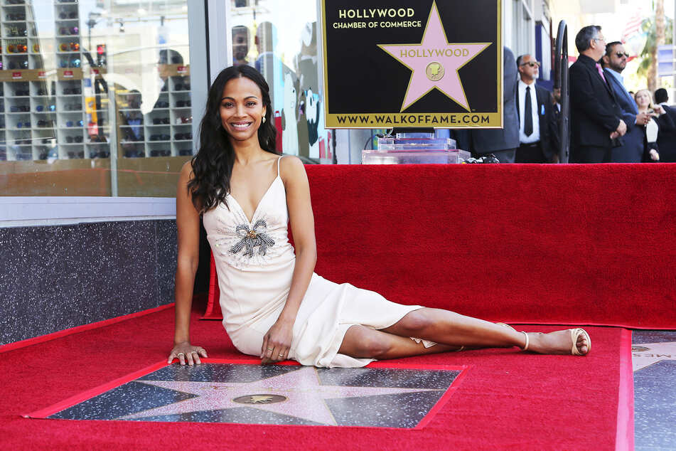 Zoe Saldana (42) wants you to listen and take care: It's Breast Cancer Awareness Month!