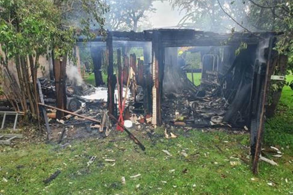 Die Gartenlaube brannte am Dienstagnachmittag vollständig nieder.
