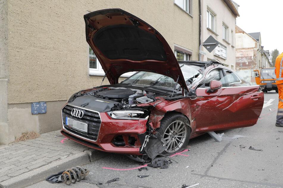 Audi kracht auf Transporter: Zwei Verletzte