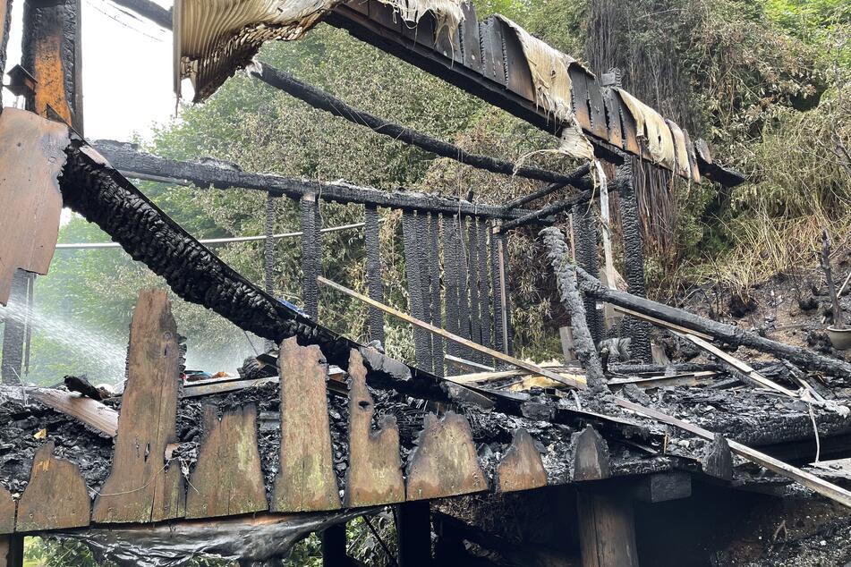 Von dem Wintergarten sind nur noch Trümmer übrig. Menschen wurden bei dem Brand keine verletzt.