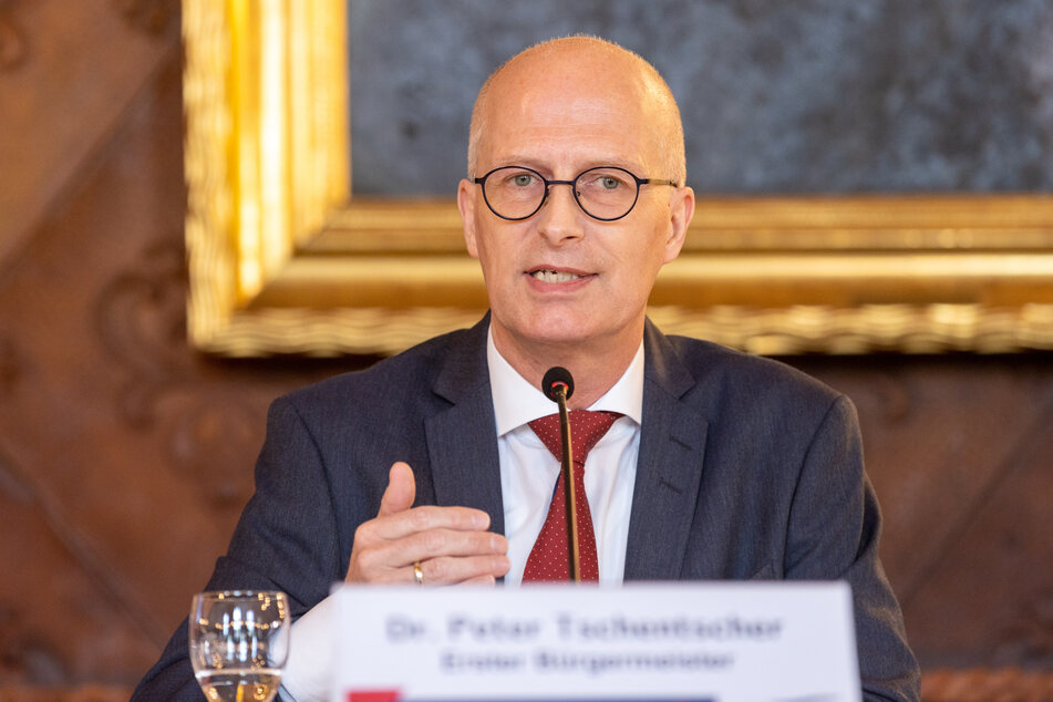 Peter Tschentscher (SPD), Erster Bürgermeister von Hamburg, spricht bei der Landespressekonferenz (LPk) im Hamburger Rathaus.