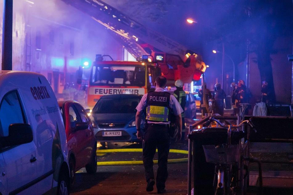 Die Feuerwehr war mit insgesamt 42 Einsatzkräften und 14 Fahrzeugen vor Ort.