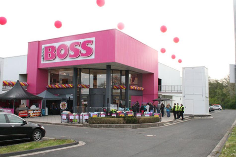 Möbel Boss in Homberg gibt am Sonntag 50% Rabatt!