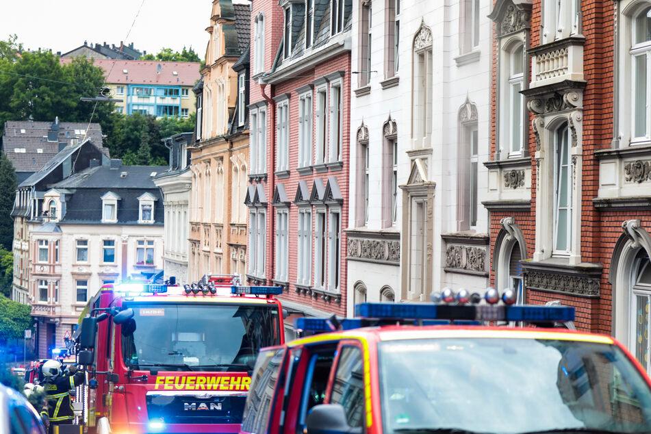 Feuerwehr und Polizei wurden gegen 20 Uhr alarmiert und begaben sich in die Gronaustraße in Wuppertal.