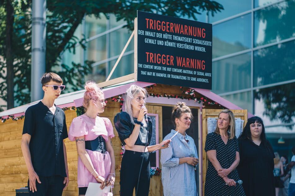 """Die Band """"Blond"""" engagiert sich mit ihrer Musik und einer Ausstellung gegen Sexismus."""