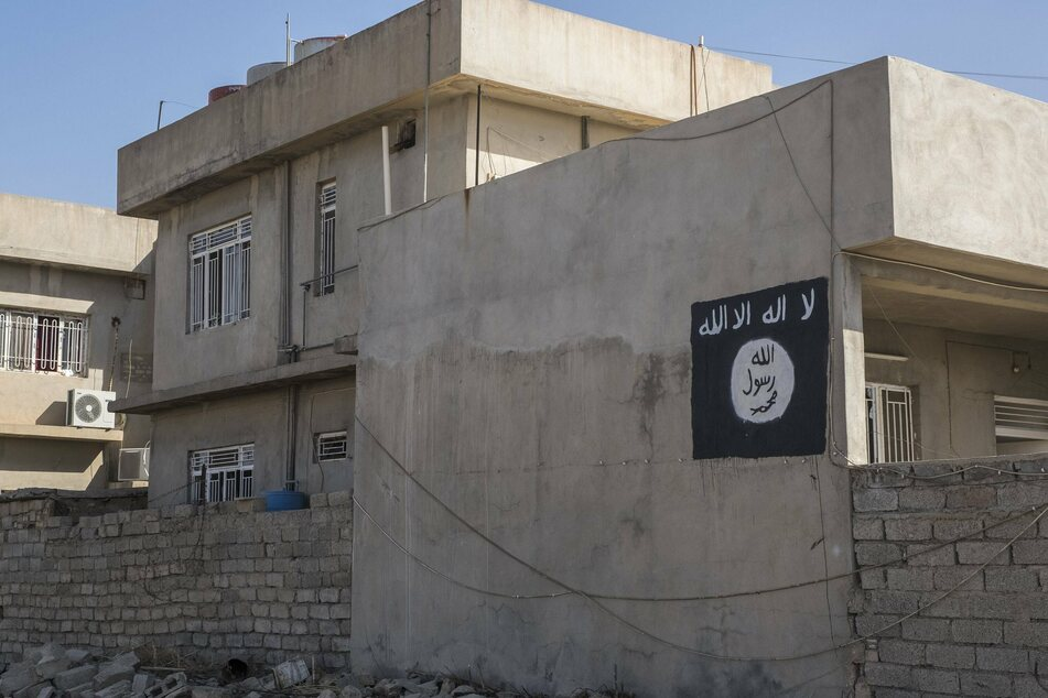 The ISIS flag hanging on a building in Bartella, Iraq (archive image).