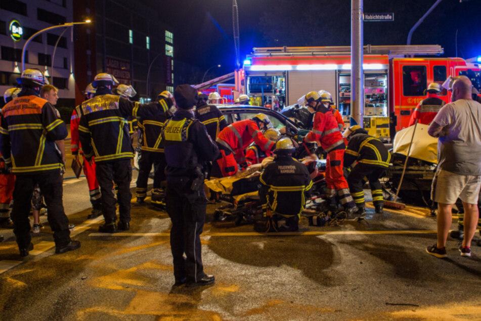 Unfall mit Elektroauto stellt Feuerwehr vor Herausforderung