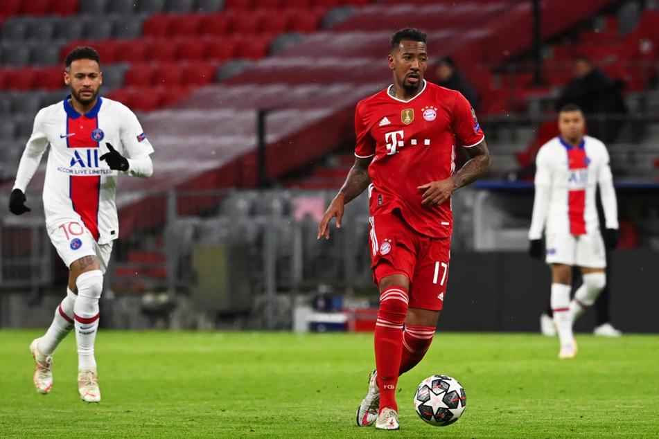 Obwohl Jérôme Boateng (32, v.) unter Hansi Flick (56) zu alter Klasse zurückgefunden hat, wird sein Vertrag beim FC Bayern München nicht verlängert. Schlägt nun der BVB zu?