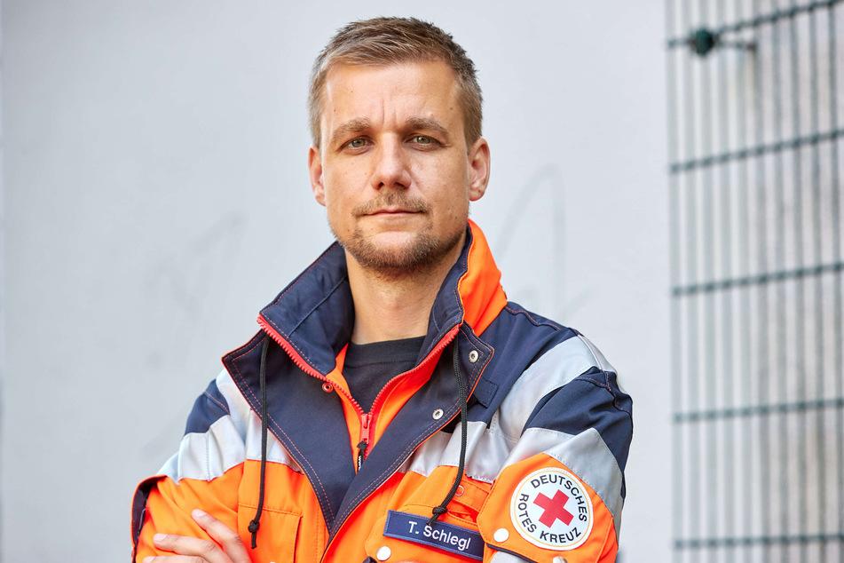 """Tobias Schlegl hilft als Sanitäter auf der """"Sea-Eye 4""""."""