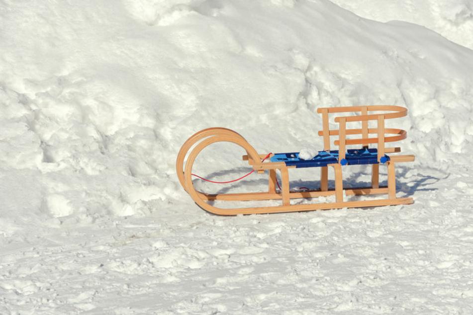 Horror-Szene beim Rodeln: Seat-Fahrer will driften, Kind (4) wird eingeklemmt und stirbt!