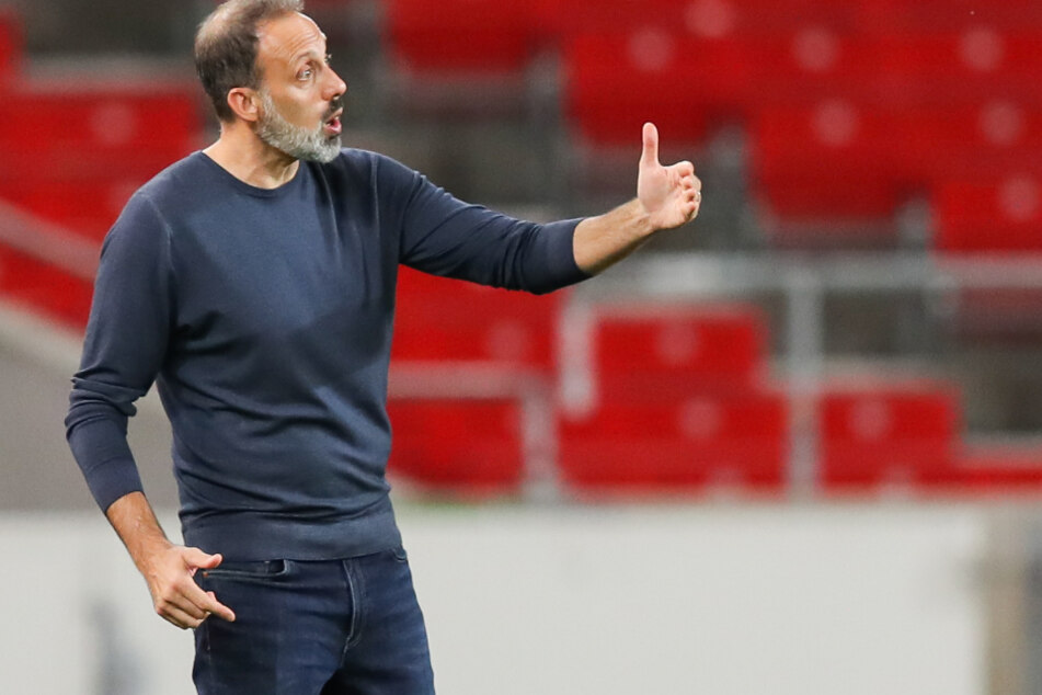 Macht sich neben der Taktik, auch Gedanken über die Fortsetzung des Bundesliga-Spielbetriebs: VfB-Trainer Pellegrino Matarazzo (42).