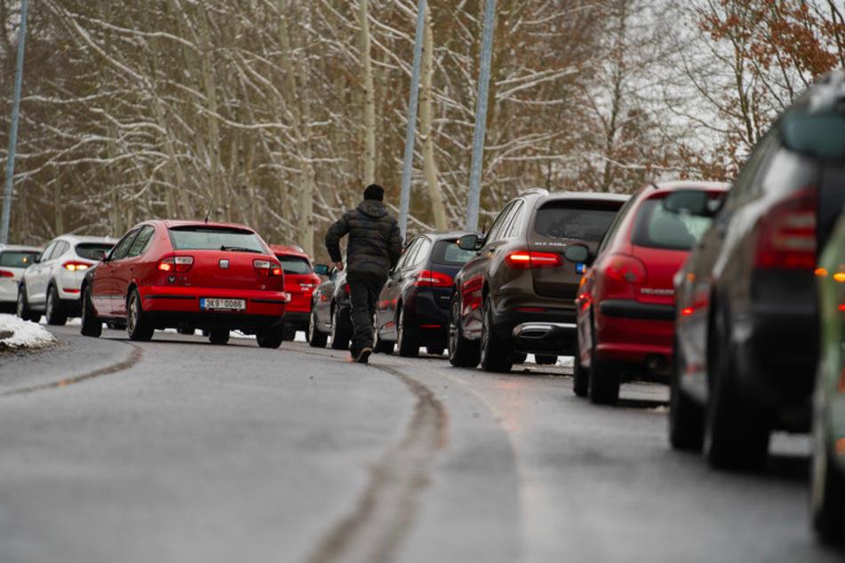 Auf Ansturm nicht vorbereitet: Chaos an Teststationen an bayerisch-tschechischer Grenze