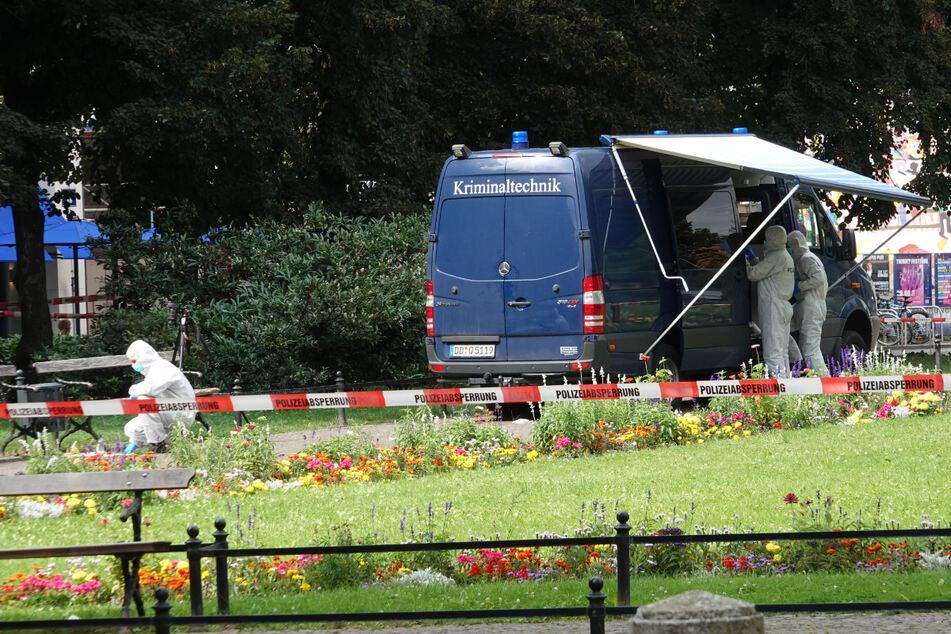 Die Kriminaltechnik sichert auch am Sonntag noch Spuren im Leipziger Bürgermeister-Müller-Park.