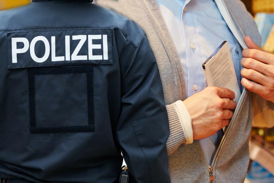 Polizeieinsatz wegen Schokoriegel: Rewe-Mitarbeiter ertappt Dieb und wird verprügelt!