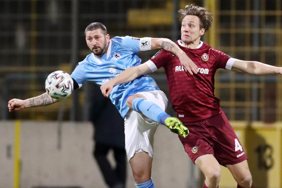 Sascha Mölders (l.) und der TSV 1860 München lieferten sich am Montagabend mit der SG Dynamo Dresden ein intensives Kräftemessen.