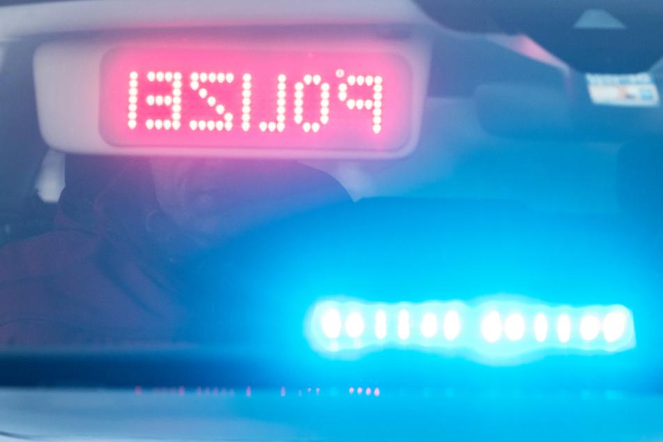 Polizeistreife sieht Wagen an Autobahnzufahrt und hört Fahrer schreien: Der Grund ist kurios