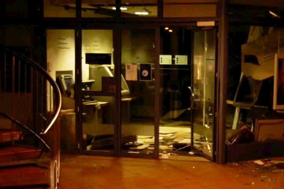 Explosion in Dietzenbach: Kriminelle jagen Geldautomaten in die Luft