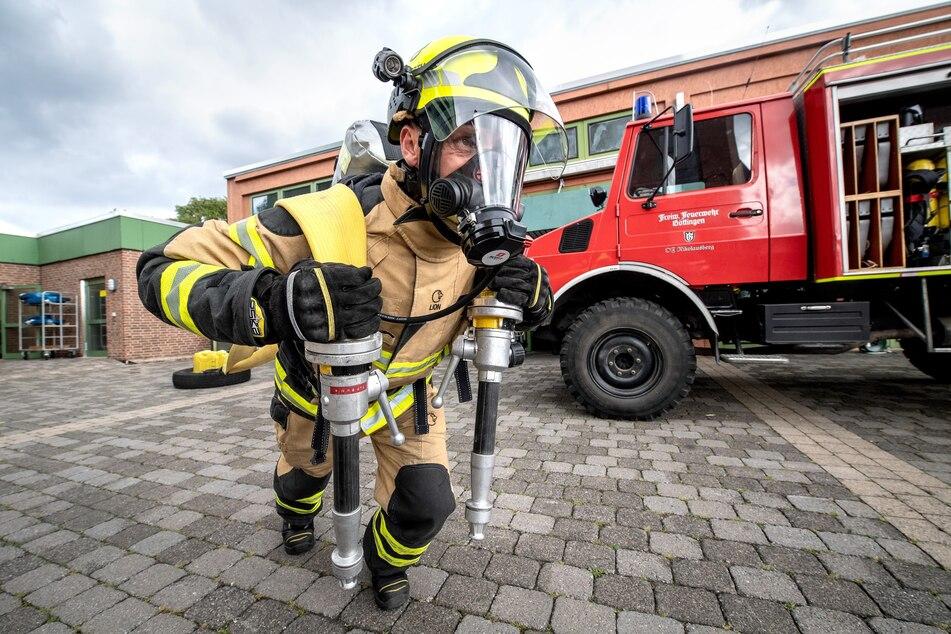 """Joachim Posanz von der Berufsfeuerwehr in Göttingen trägt den Titel """"Härtester Feuerwehrmann"""" der Welt - er kämpft in Hannover um den Titel der fittesten Einsatzkraft."""