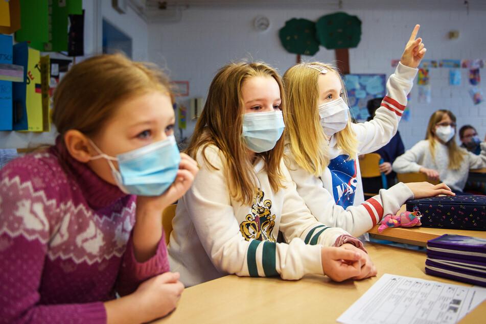 Maskenpflicht an Schulen zu teuer! Eltern fühlen sich alleingelassen