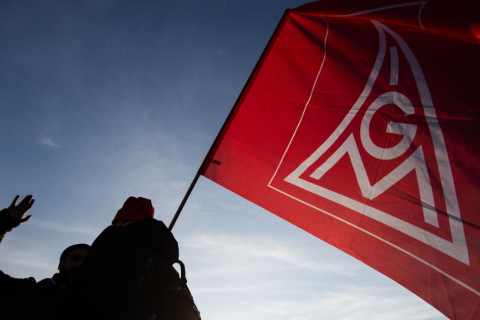 Die IG Metall Baden-Württemberg will bei den Tarifverhandlungen mit dem Arbeitgeberverband höhere Löhne oder einen Teillohnausgleich erreichen.