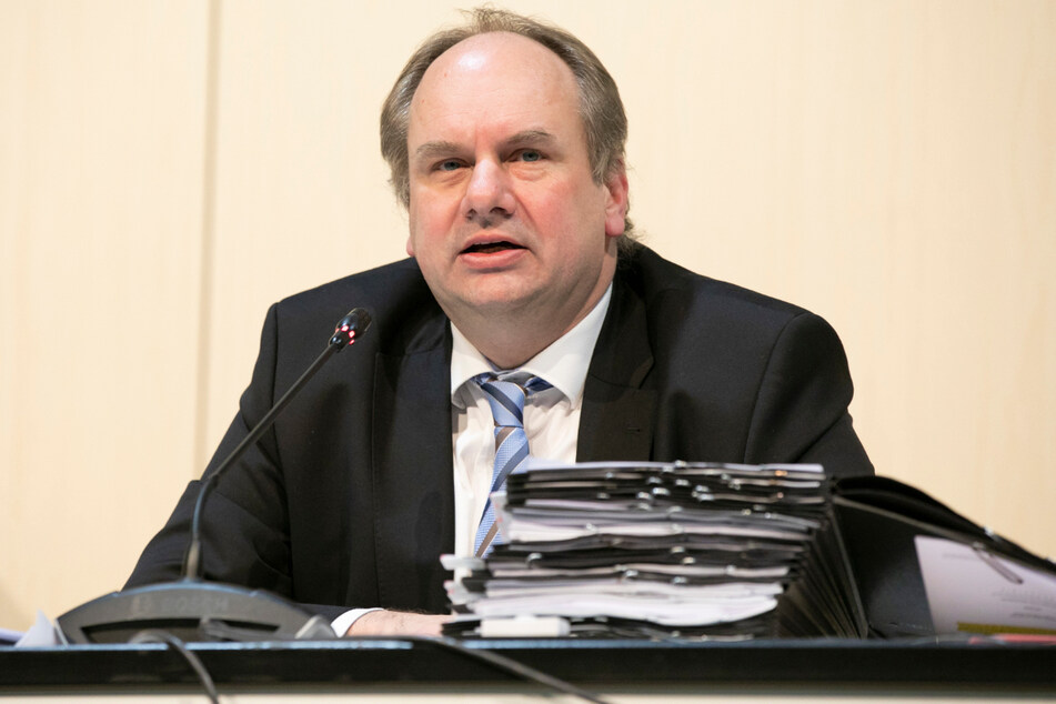 OB Dirk Hilbert (49, FDP) stimmte gegen den Plan seiner Verwaltung.