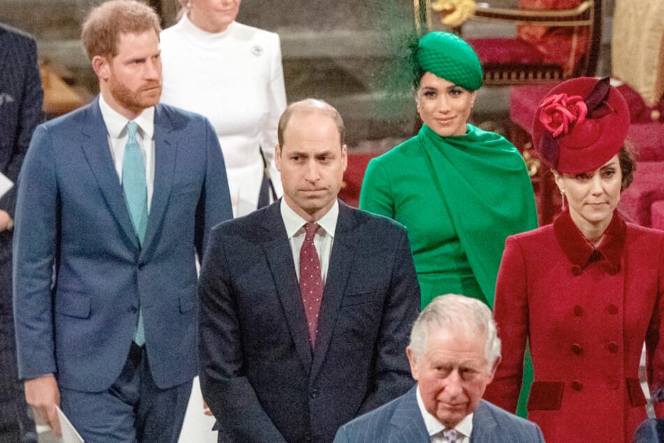 Prinz Harry darf seinen infizierten Vater nicht besuchen, weil Meghan es ihm verbietet
