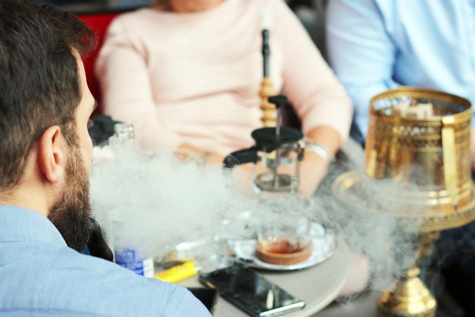 Corona Shisha Rauchen