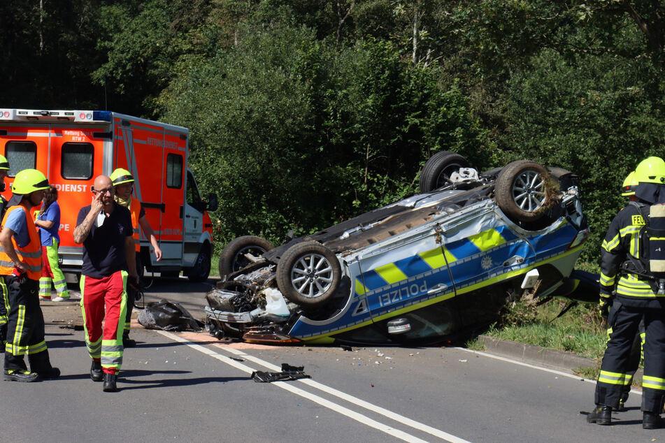 Polizei-Auto überschlägt sich bei Einsatzfahrt!