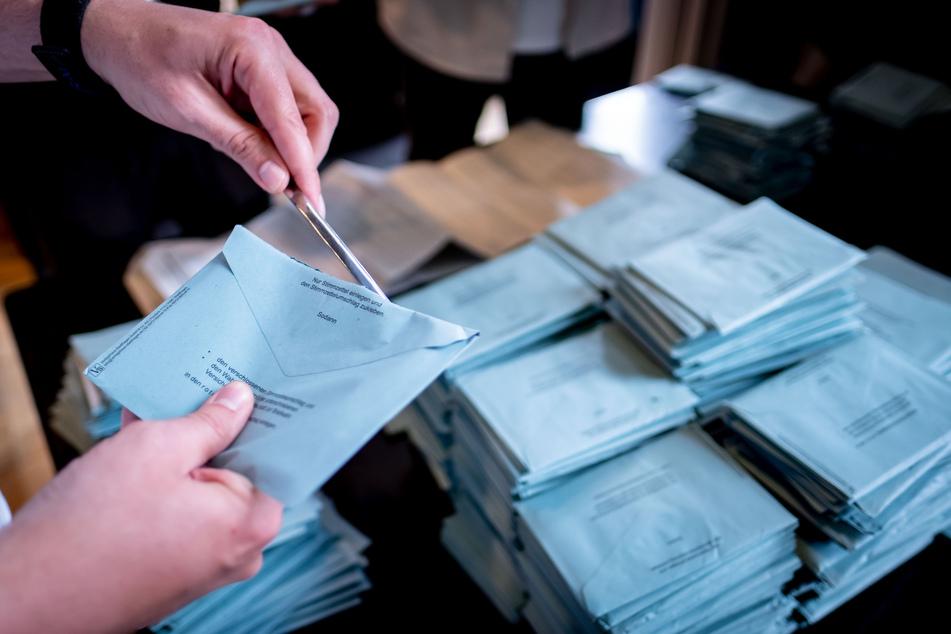 60 Menschen haben im Berliner Bezirk Tempelhof-Schöneberg kurz nach oder im unmittelbaren Zusammenhang mit dem Erhalt einer Impfbescheinigung ihre Bereitschaft als Wahlhelfer zurückgezogen.