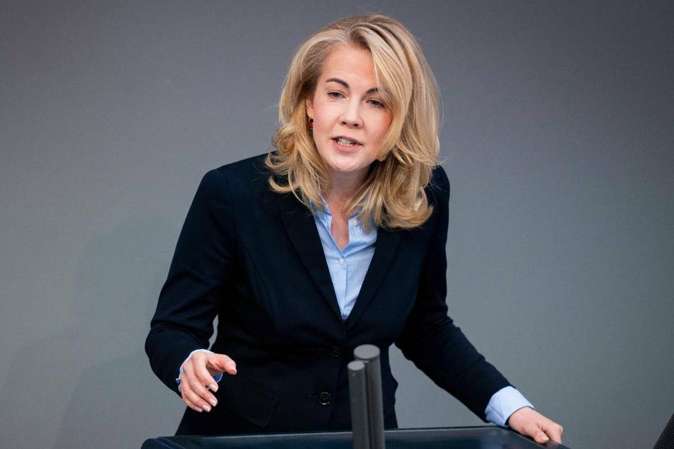 Die Brandenburger FDP-Chefin Linda Teuteberg (40) hat der Landesregierung beim Impfen gegen Corona Planlosigkeit vorgeworfen.