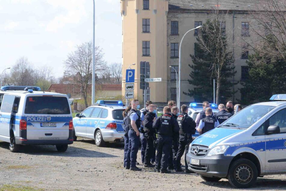 Dresden: Polizei mit Großaufgebot: Beamte rücken wegen Bedrohungslage in Zittau aus