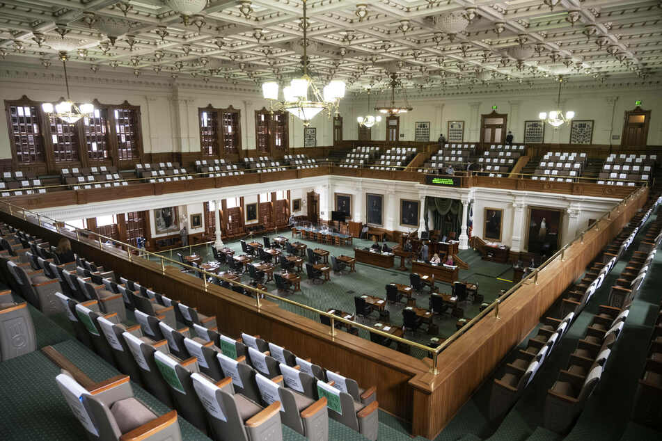 Texas Senate approves restrictive voting measures supported by Governor Abbott