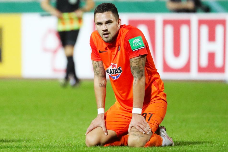 Fassungslos: Pascal Testroet konnte gar nicht glauben, dass der FC Erzgebirge Aue in der 1. Runde des DFB-Pokals ausschied.