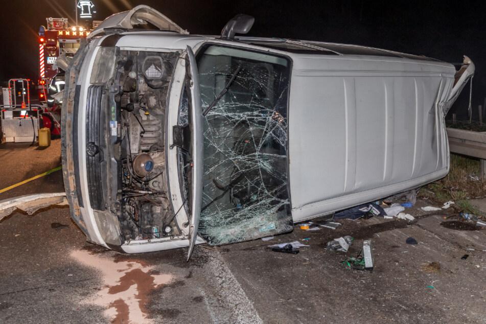Auto fährt auf Kleinbus auf: Mehrere Verletzte