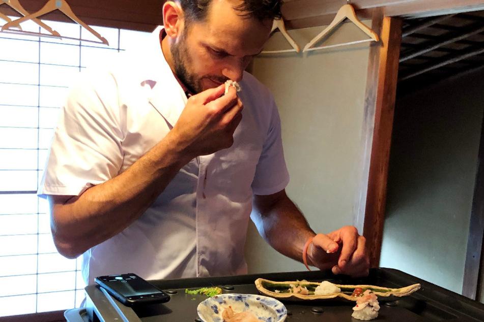 ...während Henssler Sushi in Japan rollt.