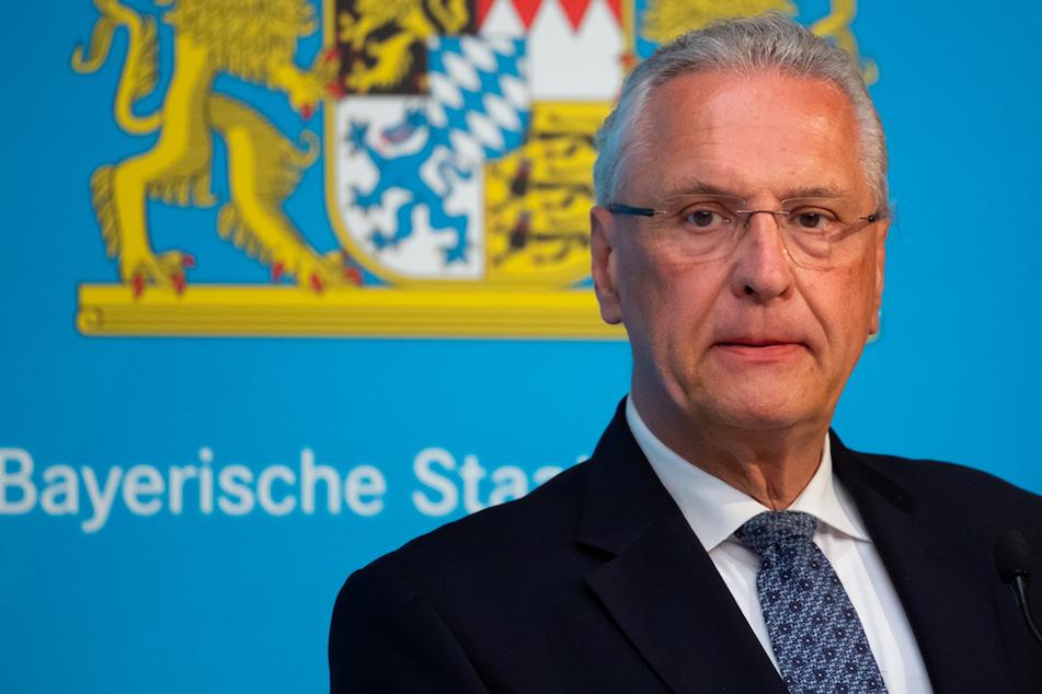 Joachim Herrmann (CSU, 63), Innenminister von Bayern, bestätigte, dass gegen den ehemaligen Polizisten ein Verfahren eingeleitet wurde.