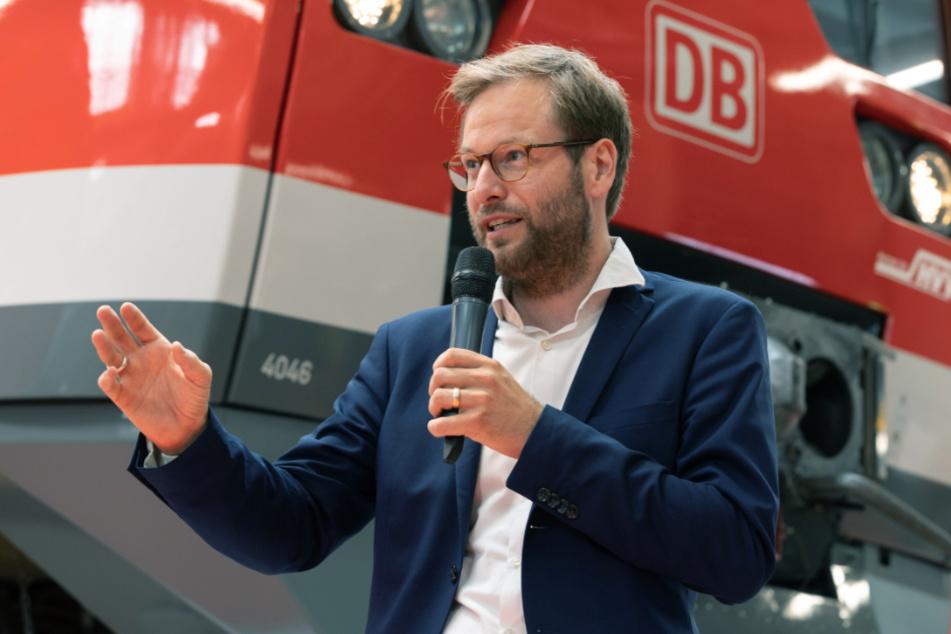 Anjes Tjarks (39) ist Verkehrssenator in Hamburg und steht dem Projekt kritisch gegenüber.