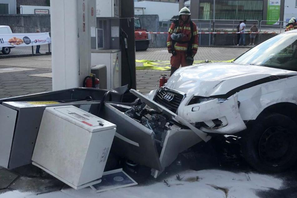 Audi-Fahrerin verwechselt Gas und Bremse: 60.000 Euro Schaden