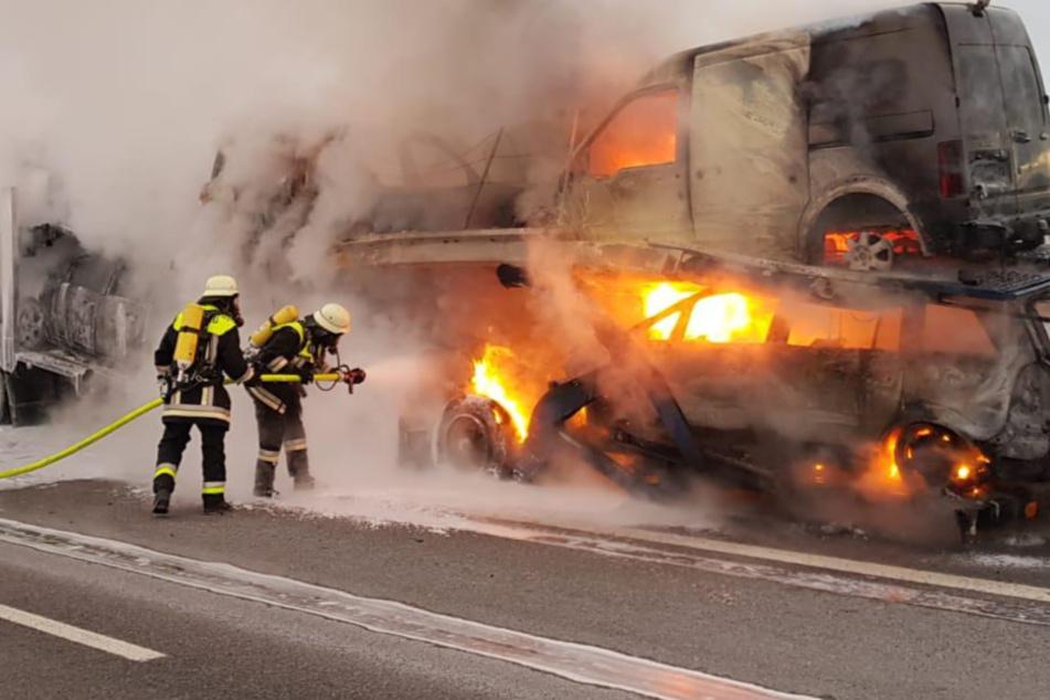 Unfall A44: Sattelauflieger fängt auf der A44 Feuer: Vollsperrung am Dienstagmorgen