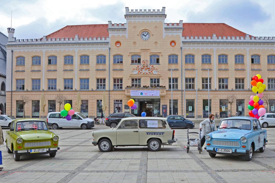 Nach 45 Jahren soll hier auf dem Zwickauer Hauptmarkt ein neuer Weltrekord aufgestellt werden - egal ob mit einem caprigrünen, papyrusweißen oder gletscherblauen Trabant.