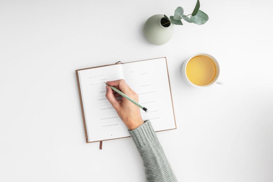 Ein Dankbarkeitsbuch oder ein Tagebuch zu schreiben, ist wieder voll im Trend und in der jetzigen Situation sinnvoller denn je.